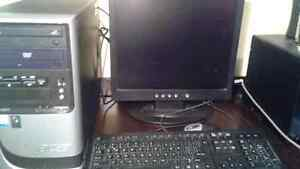 Acer Desktop with monitor mouse and keyboard