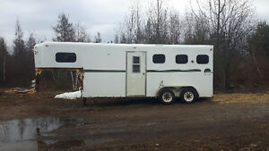 2000 Kettle Creek 3 horse trailer