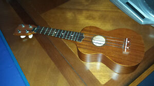 CLASSIC soprano ukulele with tuning pegs - E755T