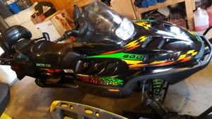 2000 Triple touring 600 Arctic cat Snowmobile