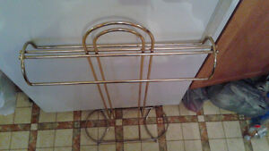 BRASS VALET FOR HANGING CLOTHES $15 Peterborough Peterborough Area image 3