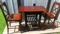 BAR/PUB TABLE AND CHAIRS