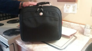 DELL MESSENGER BAG...WILL HOLD LAPTOP/TABLET UNDER 15""