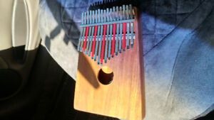HUGH TRACEY KALIMBA WITH PICKUP