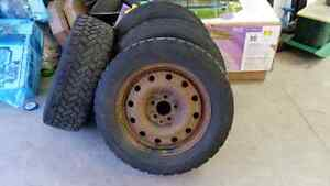 Pacemark witer tires 215 60 16