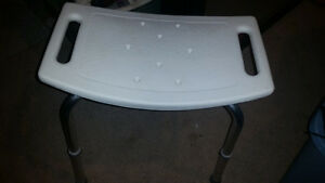 Adjustable safety stool in excellent condition only 5$..........