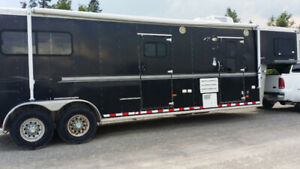 2004 Sundowner 777 Sunlite 2 Horse Trailer with Living Quarters