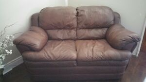 BROWN LEATHER LOVE SEAT  $190 OBO Kingston Kingston Area image 1