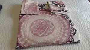 Queen size Duvet Cover and 2 Pillow Shams  Cambridge Kitchener Area image 1