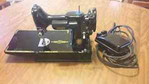 "Singer Featherweight 221-K anniversary model ""k"" Sewing Machine"