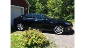 2014 Tesla Model S90 (Brand new battery 2017!)