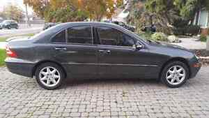2002 Mercedes-Benz C-Class Sedan Windsor Region Ontario image 2
