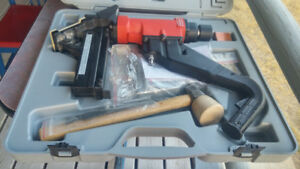 LIKE NEW SAMONA FLOOR GUN KIT AND A BOX OF STAPLES