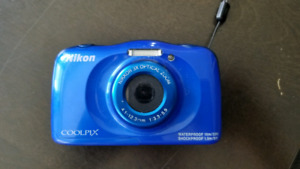 Nikon Coolpix w33 water proof camera with 8gb SD card