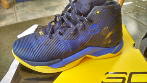 Curry 2.5 Basketball shoes size 7