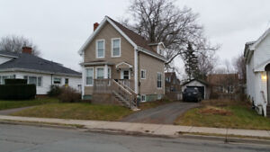 Beautifully Renovated 3 Bedroom House on Park Street!