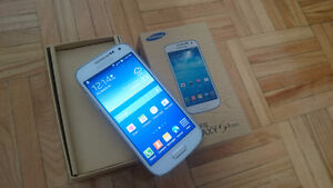SAMSUNG GALAXY S4 MINI WITH BOX WOULD LIKE A LAPTOP