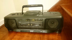 SANYO BOOM BOX WITH CD AND DOUBLE CASSETTES