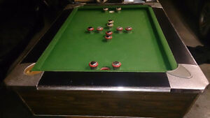 Slate bumper pool table was coin-op_Solid_with cue stand