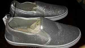 BRAND NEW.  Silver  Sparkling runners $15