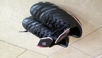 soccer shoes girls size 13 / souliers soccer filles taille 13
