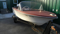 14' Crestliner with 33 hp Evinrude and trailer