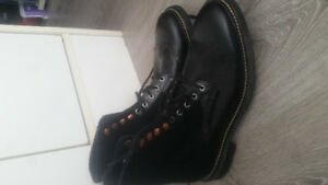 Like New Mens Woolrich Boot size 9
