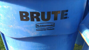 Brute 32 gallon garbage cans