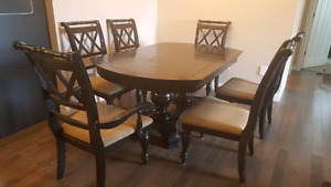 Dining Table and 6 chairs w/leaf