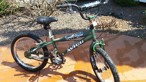 BOYS 18 INCH WHEEL MOUNTAIN BIKE VERY GOOD CONDITION