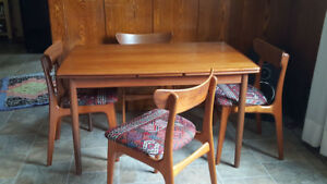 Mid Century Danish Modern Teak Extendable Dining Table & Chairs