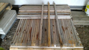 97 SPINDLES WOOD - 4 ft (48 in)  X 1 1/2 in X 1 1/2 in