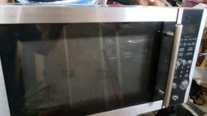 GE 1.1 cu. ft. Microwave