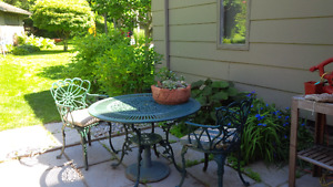 """Vintage garden furniture  42"""" table 4 chairs with arms"""