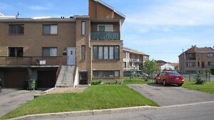 Pierrefonds west: Lower main unit with garage