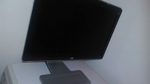 22-Inch LCD Color Monitor HP Model W2207.