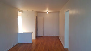 Nice Apartment 1 Bedroom Heating Hot Water Fridge Stove include.