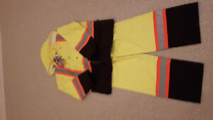 Hi vis xl rain jacket and 2xl rain paints