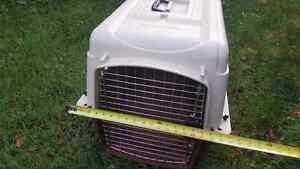 Petmate dog crate/kennel.