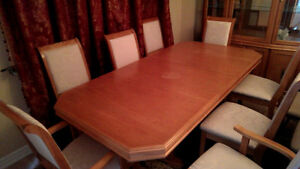 Solid Oak Dining Table and Hutch Buffet