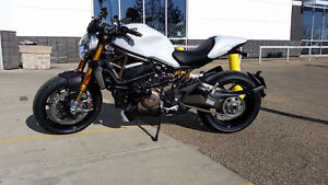 Rare find - Super low Kms - 2014 Ducati Monster 1200s