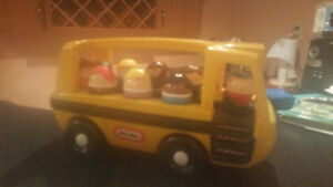 Little Tikes Vintage School Bus with all characters included