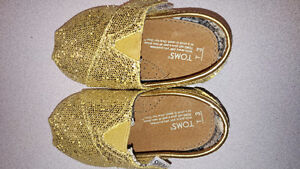 Toms size 3 (12-18 months)