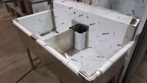 BRAND NEW TWO COMPARTMENT SINK ( 16 GAUGE )
