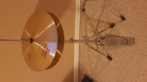 Hi hat stand with pearl hi hats