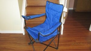 Folding camp chair / Fauteuil de camping pliant