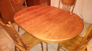 Used Oak solid wood dinning table with 6 chairs - Great deal!