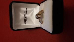 For sale a cluster diamond ring