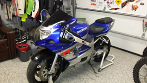 2002 SUZUKI GSXR600 WITH LITTLE OVER 8000 ORIGINAL KMS