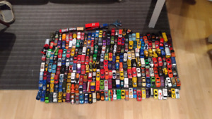 Huge Lot of Hotwheels and Assorted cars!